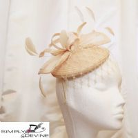 Natural straw pillbox with veiling 13974